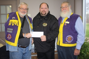 Troy McLean accepts a cheque on behalf of the Westport Rideaus Jr. B�s.